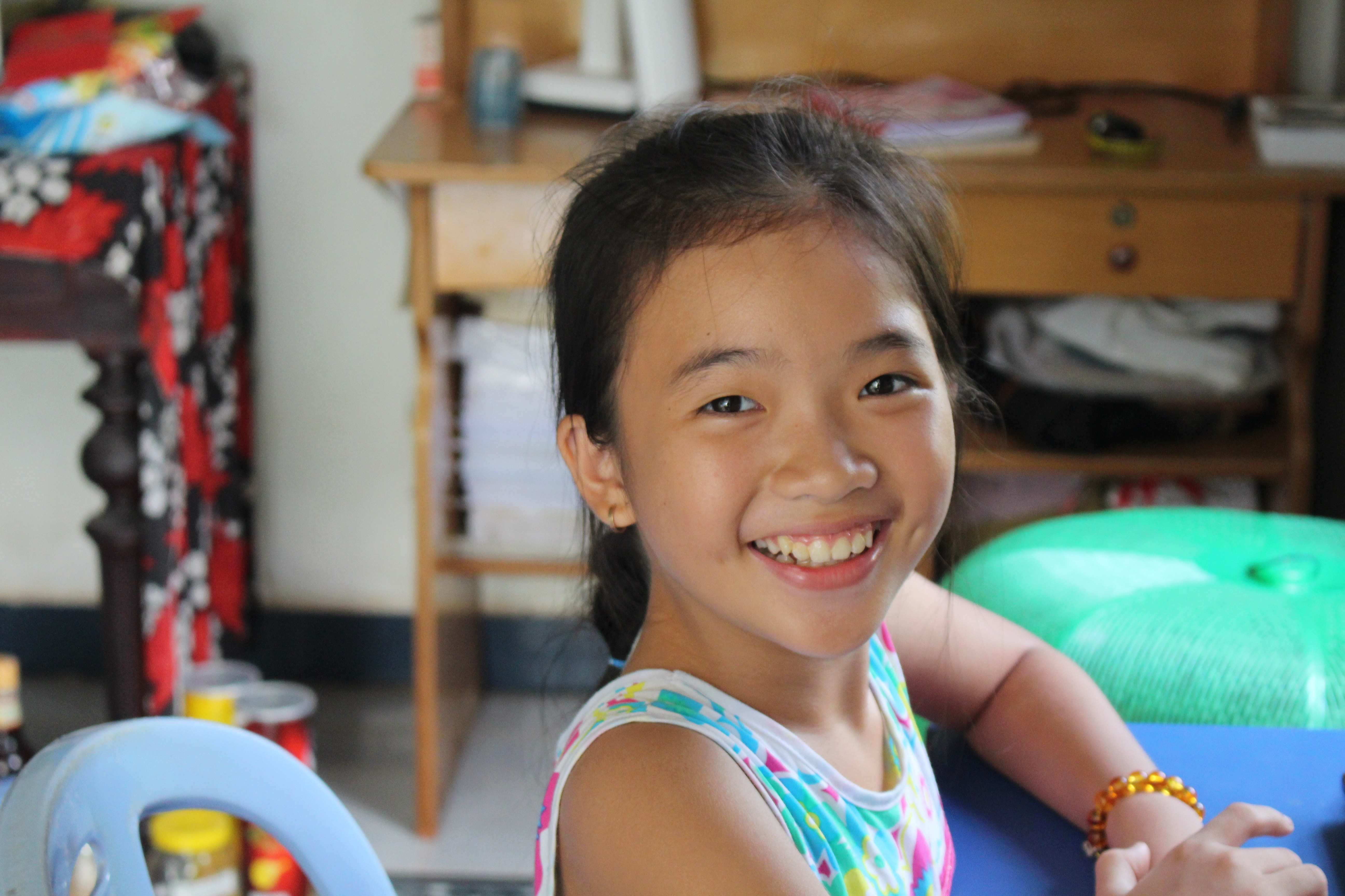 Awesome ESL Teaching Materials - Smiling Girl