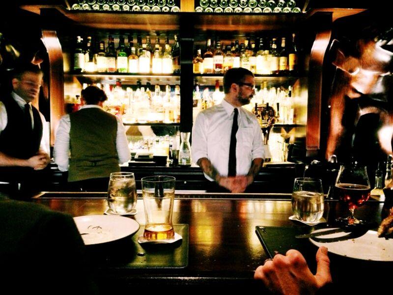10 Best Travel Jobs - Bartending