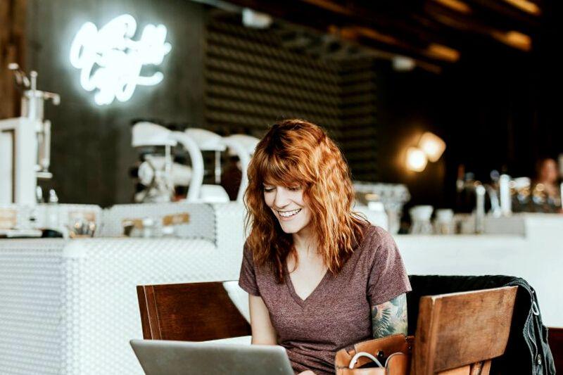 10 Best Travel Jobs - Blogging